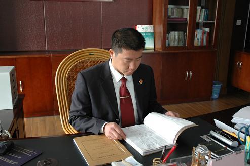 衢州市人民检察院反贪局副局长刘建华事迹